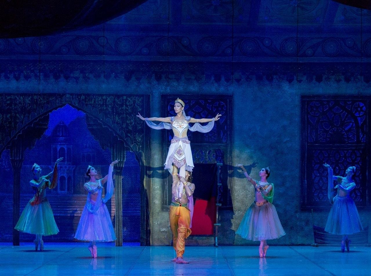 """Сцена из балета """"Талисман"""" в постановке Александра Мишутина"""