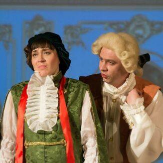 Вероника Кабанова (слева)