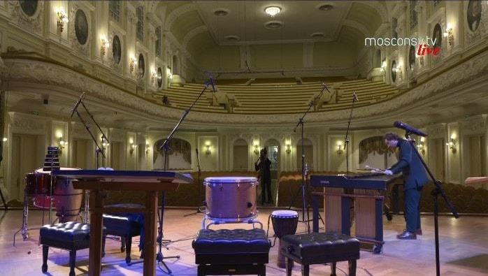 Так выглядел Большой зал Московской консерватории во время on-line трансляций концертов без зрителей. 26 марта 2020