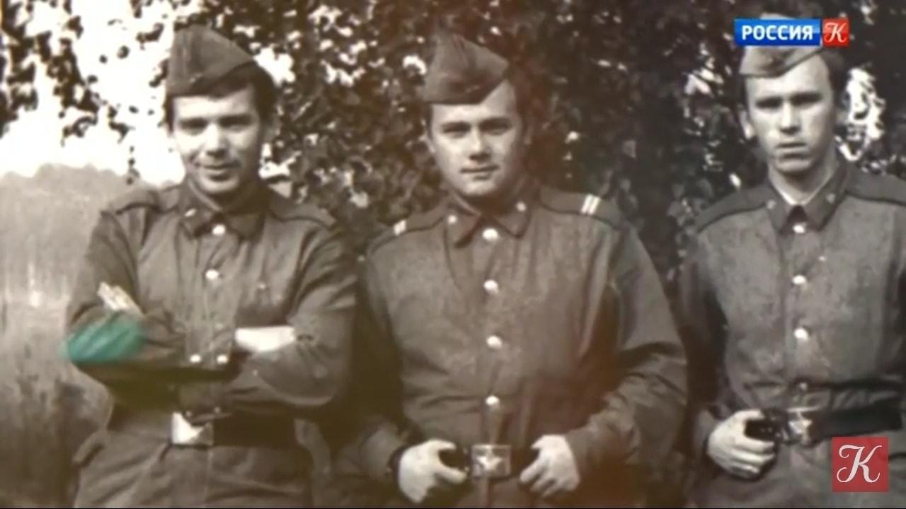 Рядовой Брон (слева)