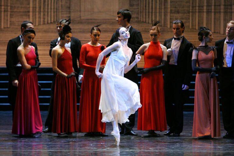 «Золушка» на бис – «Русские сезоны» покажут спектакль Мариинского театра онлайн