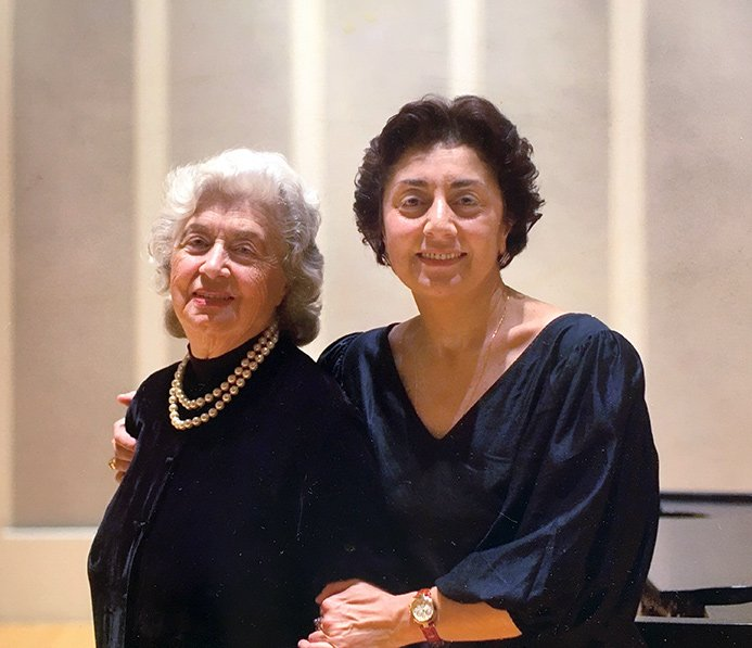 Этери с мамой Иветтой Бахтадзе после премьеры Хаммерклавира, Чикаго, 2005 год