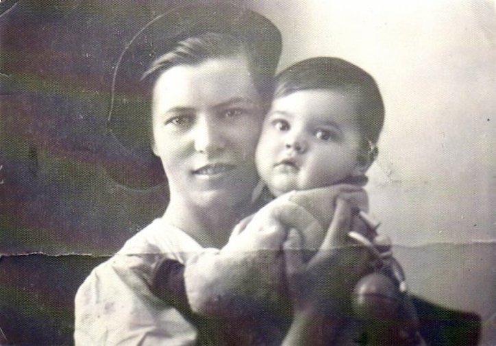 Маргарита Шапошникова с мамой, Саратов, 1940-е годы