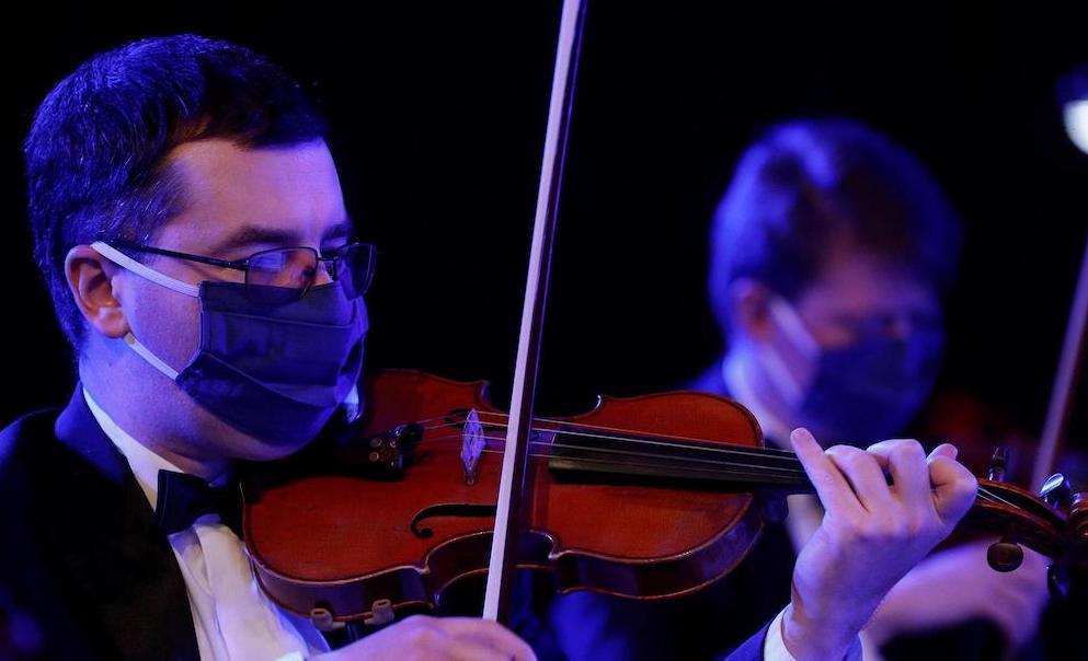 Музыканты сомневаются в возможности социального дистанцирования на сцене. Фото - REUTERS/ Valentyn Ogirenko