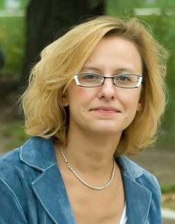 Марина Броканова