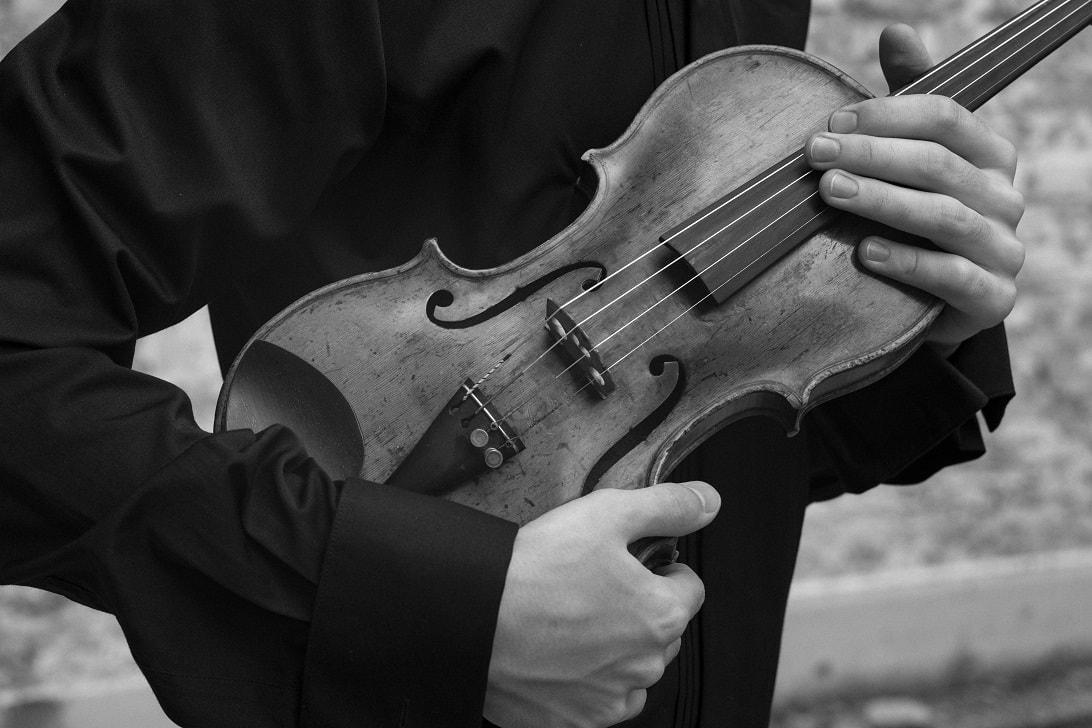 Скрипка Равиля Ислямова. Фото - Александр Гребешков