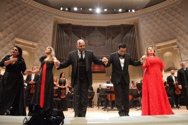 النا ویتمن ، Ekaterina Sergeeva ، رومی بوردنکو ، نژمیدین مااولیانوف ، Ekaterina Sergeeva - اولین کسانی که بعد از قرنطینه در اپرا آواز می خوانند عکس نوشته سرگئی بیرووکوف