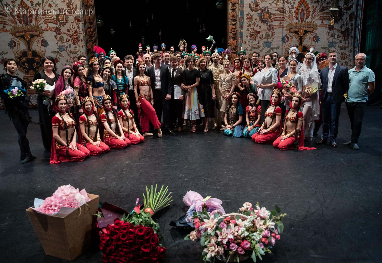 """Балетная труппа Приморской сцены Мариинского театра после премьеры балета """"1001 ночь"""""""