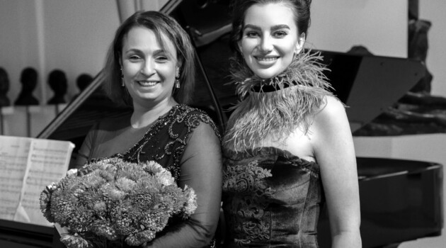 Ольга Толкмит и Ксения Башмет. Фото - Андрей Мустафаев