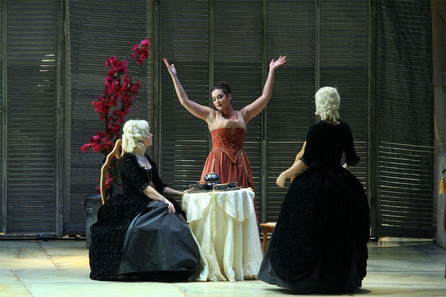 «Так поступают все» - сцена из постановки в Мариинском театре