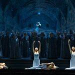 «И воссияет вечный свет»: легендарный танцовщик Владимир Васильев представил синтетическую премьеру в Казани