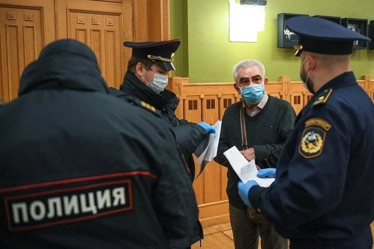 В московских театрах прошли облавы на пенсионеров «В ходе рейда были выявлены ряд лиц, с ними были проведены профилактические беседы и выдано уведомление о том, что они должны оставаться дома»