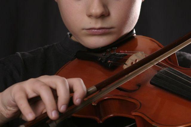 В Челябинске завели дело из-за игры ребенка на скрипке