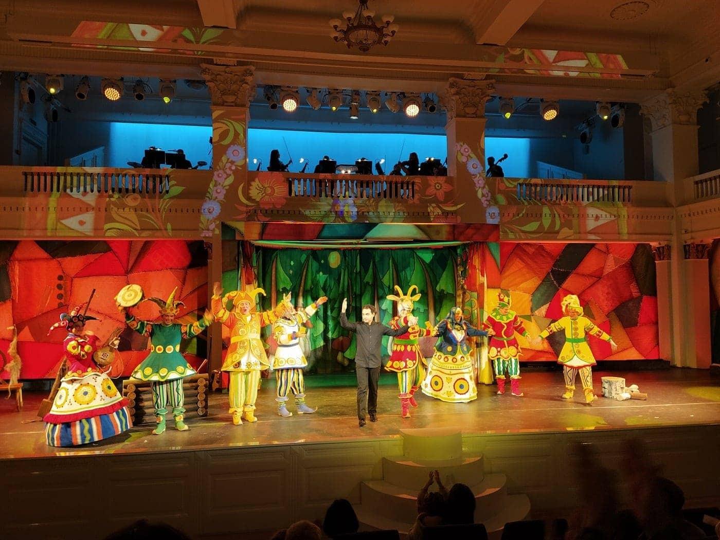 Поклоны после исполнения оперы Александра Абраменко «Сказка про козлика»