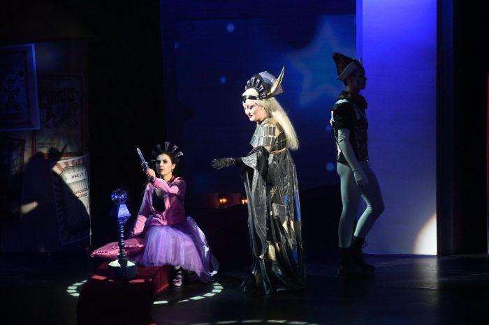 """Сцена из оперы Моцарта """"Волшебная флейта"""" в НОВАТе. Фото - Евгений Иванов"""