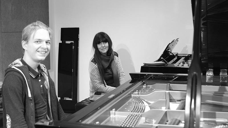 Наталия Владимировна Трулль с одним из стипендиатов фонда Sound Out
