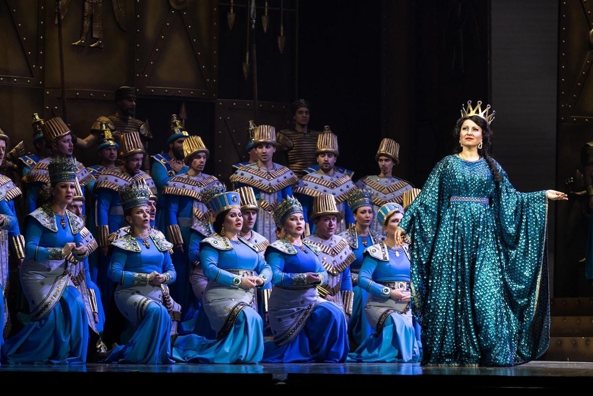 Зоя Цецерина и хор Татарского театра оперы и балета