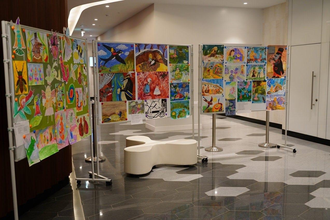 Выставка детских рисунков к сказке «Дюймовочка»