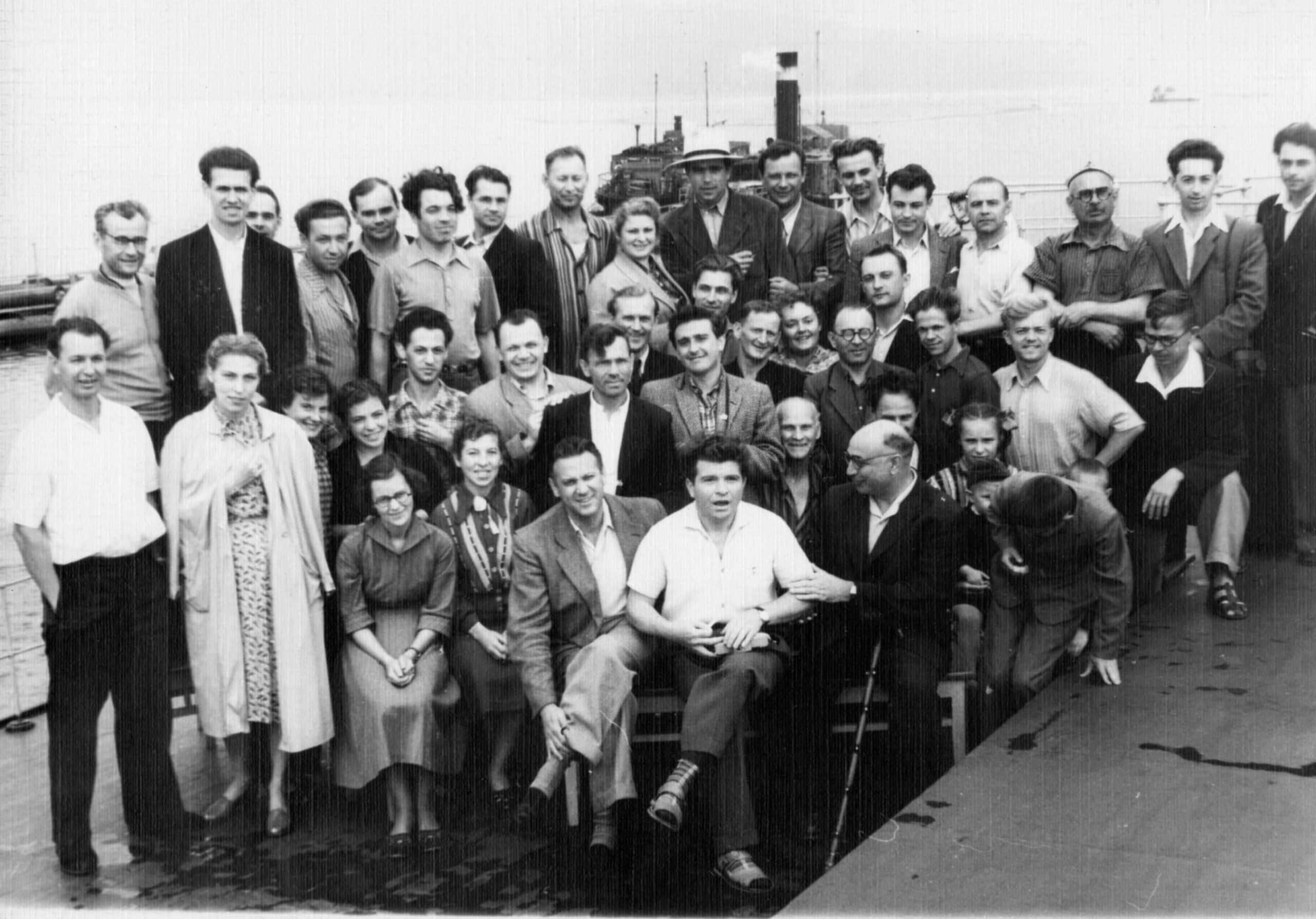Крилл Кондрашин, Эмиль Гилельс и Лазарь Гельфонд с оркестром Горьковской филармонии на теплоходе. 1957 год. Фото из архива Анны Гельфонд