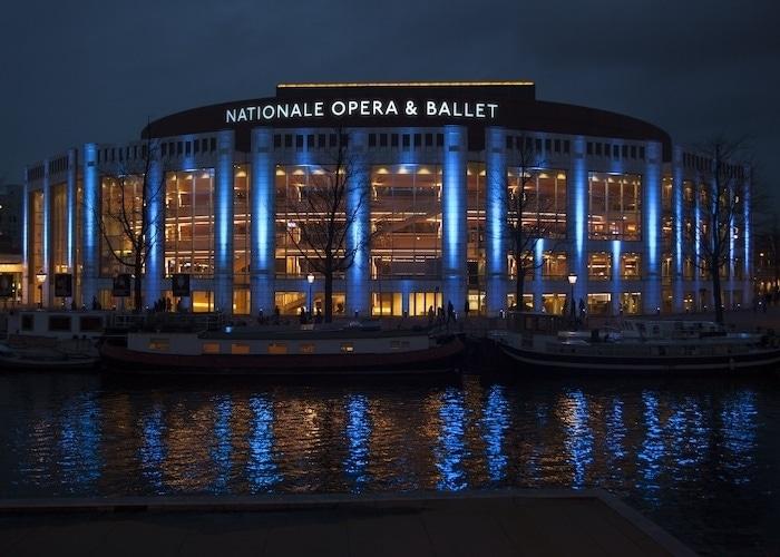 Голландская опера отменяет сезон