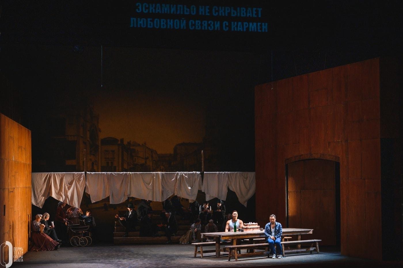 """Сцена из оперы Бизе """"Кармен"""" в постановке Константина Богомолова в Пермском театре оперы и балета"""