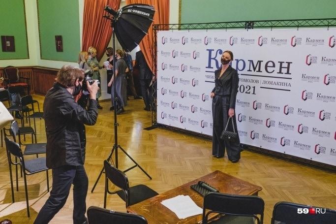 На премьере в фойе театра была организована специальная фотозона. Фото - Тимофей Калмаков/59.ru