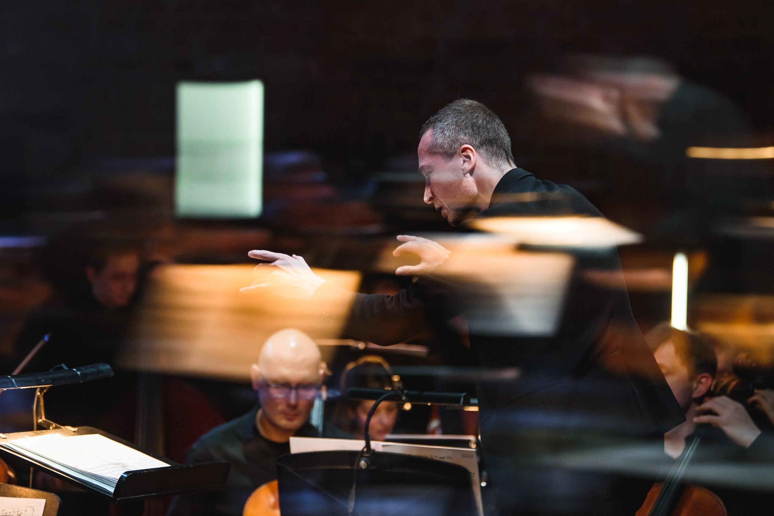 Камерный оркестр Пермской оперы, дирижер Артем Абашев. Фото - Андрей Чунтомов
