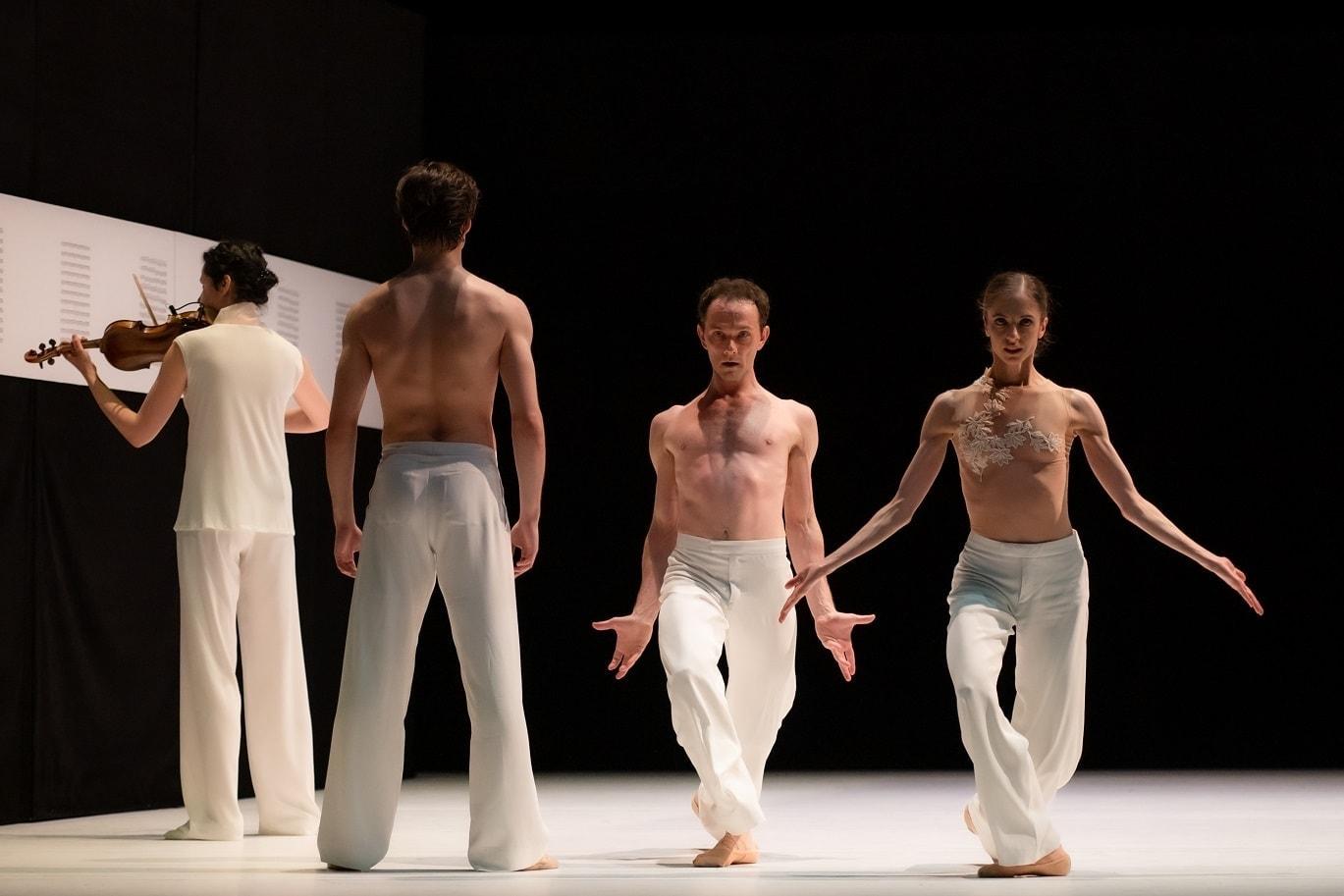 """Фото из балета """"Postscript"""" в постановке Пола Лайтфута и Соль Леон. Фото - Батыр Аннадурдыев/MuzArts"""