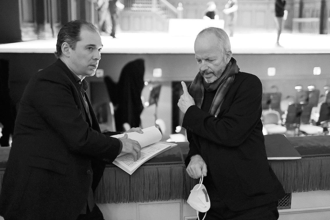 Туган Сохиев и режиссер Клаус Гут. Фото - Дамир Юсупов