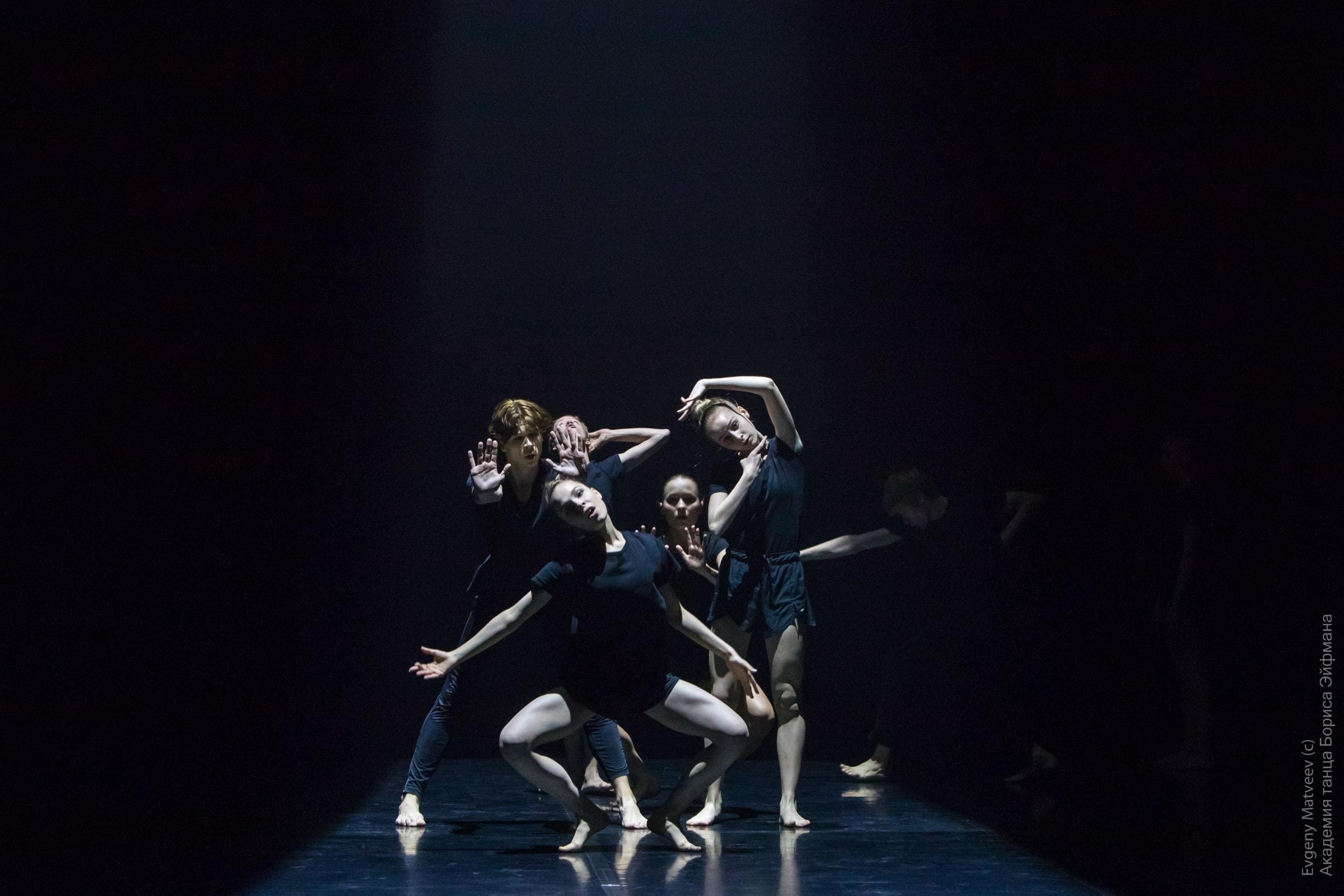 Танцовщики и хореографы из 13 стран создают в Петербурге новые постановки
