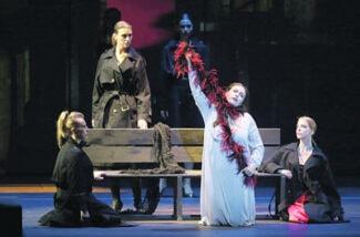 Елена Стихина в партии Елизаветы – настоящая звезда спектакля. Фото Наташи Разиной © Мариинский театр