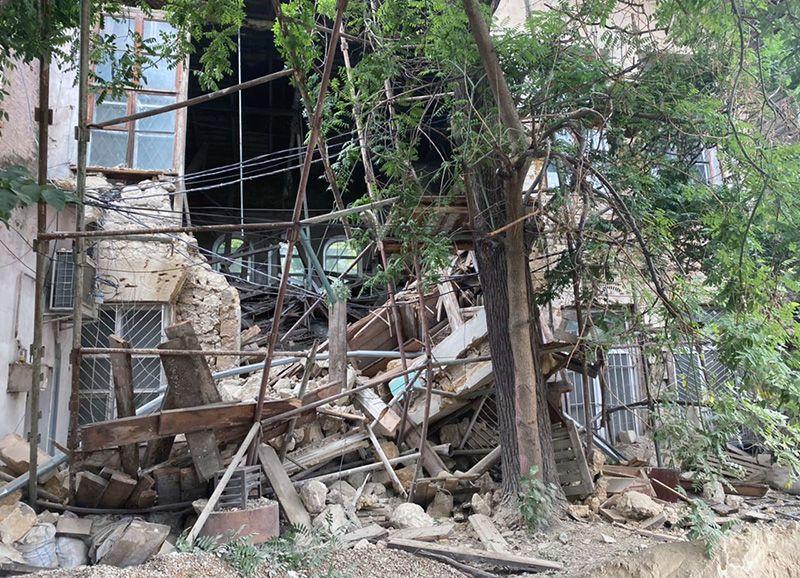В Симферополе обрушилось здание филармонии