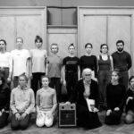 Клаудиа Кастеллуччи с участниками танцевальной лаборатории. Фото - Люда Бурченкова
