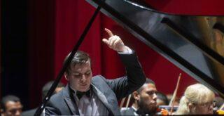 Пианист Александр Ключко. Концерт в театре Eduardo Brito. Санто-Доминго, Доминиканская республика. 2019. Фото: пресс-служба театра